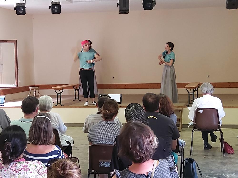 """Répétition publique de """"La Farce de Maître Pathelin"""" à Auriac-du-Périgord. Juillet 2020."""