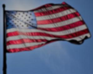 Bandera americana volando para veteranos discapacitados