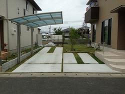 アースカラーのオープン外構 広々芝生広場 久留米市