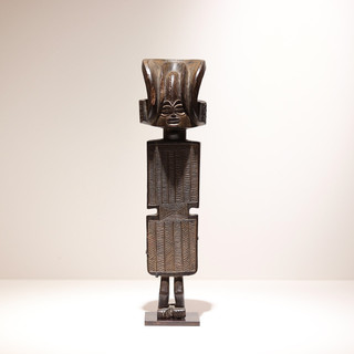 Statue Tshokwe Angola / Congo RDC H: 34 cm Bois VENDU / SOLD