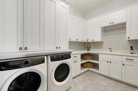 Royal Club Rambler Laundry Room