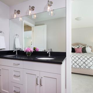 LaSalle Avenue - Bathroom
