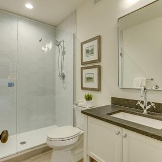 Shady Beach Trail - Bathroom