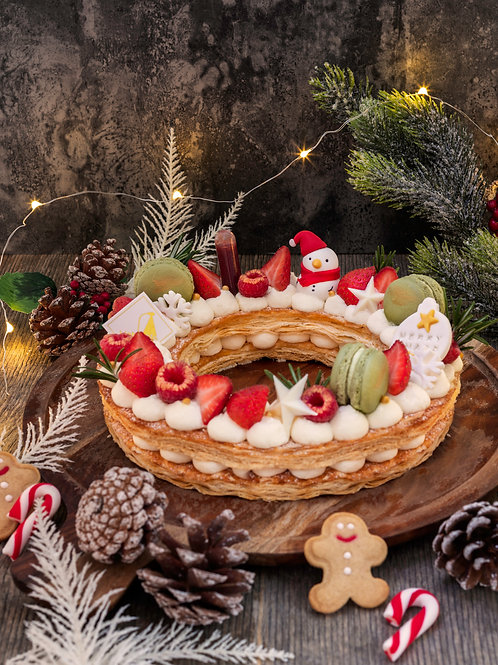 HOLIDAY WREATH MILLE-FEUILLE CAKE