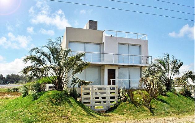 c1763cb2e Espectaculares 2 casas en primera línea Santa Monica, pasando balneareo LA  BOYITA y antes de llegar a JOSE IGNACIO. km 176 con vista directa AL MAR y  a la ...