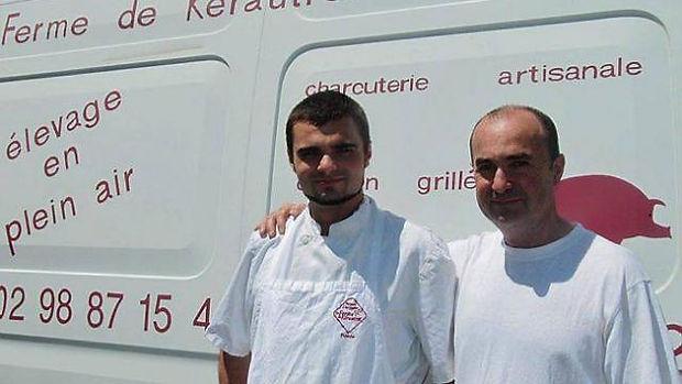 Maxime (à gauche), avec son père Eric, propriétaires de la Ferme de Kérautret. la Ferme De Kérautret Tréméoc