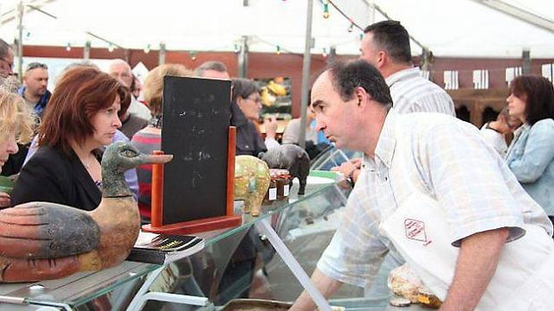Éric Roussel à la foire expo élève 20 truies et environ 130 cochons. la Ferme De Kérautret Tréméoc
