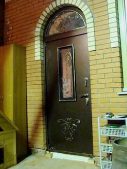 дверь с аркой