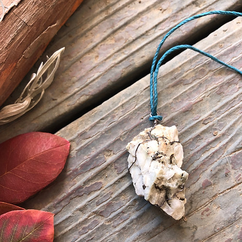 Medium Earth Stone (Cream and Quartz)