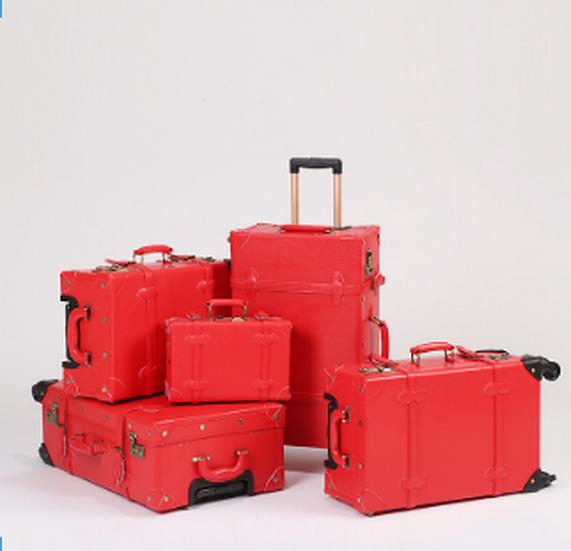 Festive Red Luggage (UN18)