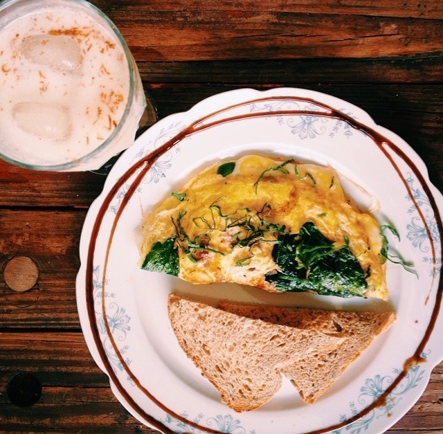 Omelette with Spinach & Goat Cheese