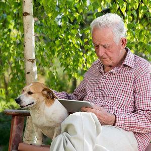 Senior med hund
