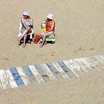 Carré_Ptits_vieux_on_the_beach.jpg