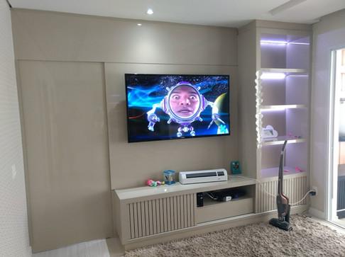 Painel TV e Porta de Passagem.jpg