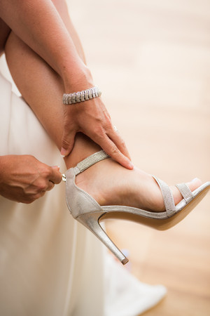 Lake of the Ozarks Wedding Bride getting ready