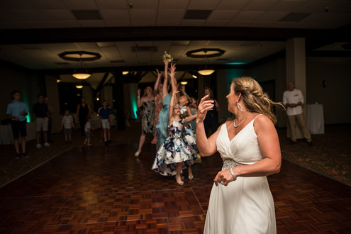 Lake of the Ozarks Wedding Bouquet Toss