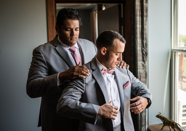 deer-ridge-estate-groomsmen-prep.jpg