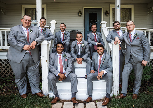 deer-ridge-estate-groomsmen-house.jpg