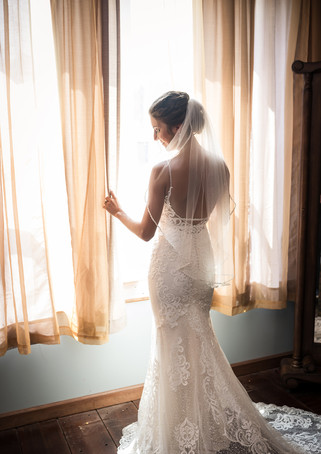 deer-ridge-estate-bridal-prep-window.jpg