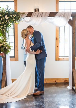 venue-at-willow-creek-ceremony-first-kis