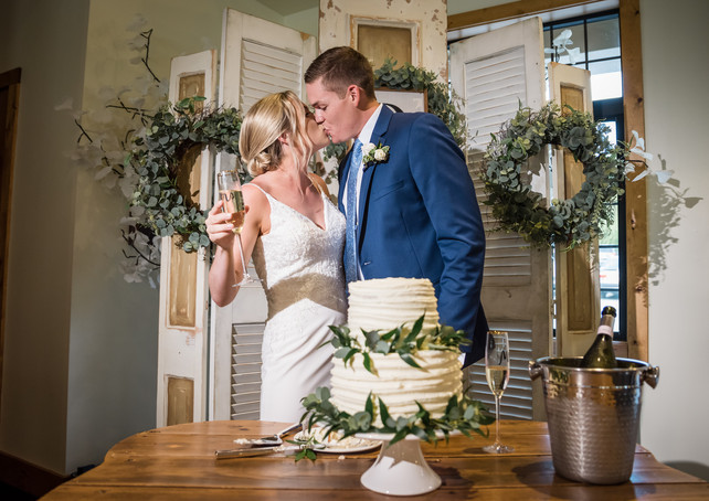 venue-at-willow-creek-reception-kiss.jpg