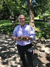 Local New York Tour Guide with Turtle in Central Park