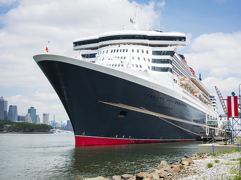 Queen-Mary-Docked-in-Brooklyn-Family-in-New-York-Tours