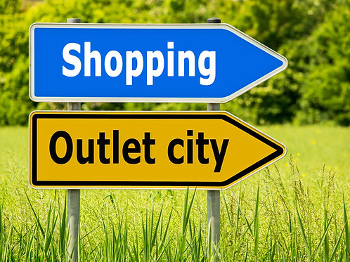 Outlet-Shopping-Road-Sign-Family-in-New-York-Tours