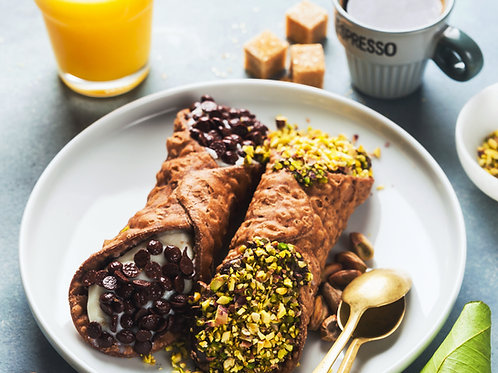 Two-cannoli-Italian-Pastries-Family-in-New-York-Tours
