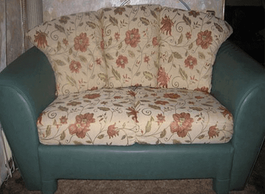 Обивка дивана на дому после