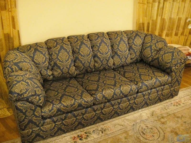 Перетяжка дивана на дому после