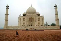 Agra---Taj-Mahal-vista-late