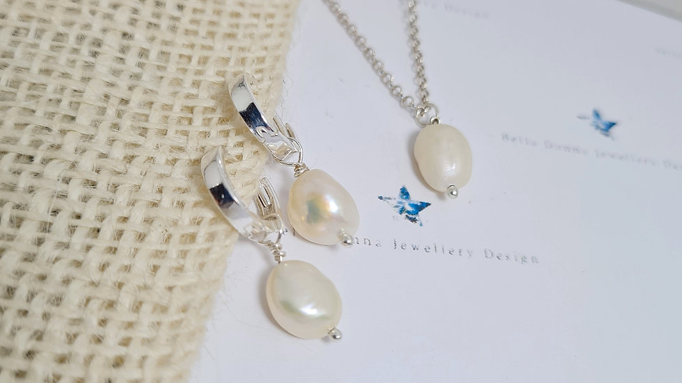 Freshwater pearl and sterling silver pendant