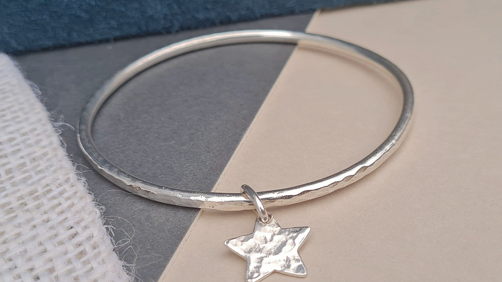 Sterling Silver NEW OVAL SHAPE 3MM hammered bangle with hammered star charm