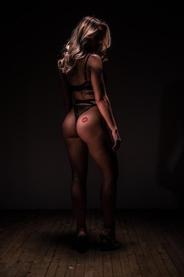 Emma Boudoir-0687.jpg