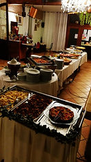 buffet all you can eat, verdure, focaccie, salumi e formaggi, trenta varietà di antipasti,