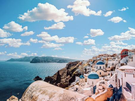 Sexiest Honeymoon Resorts in Santorini