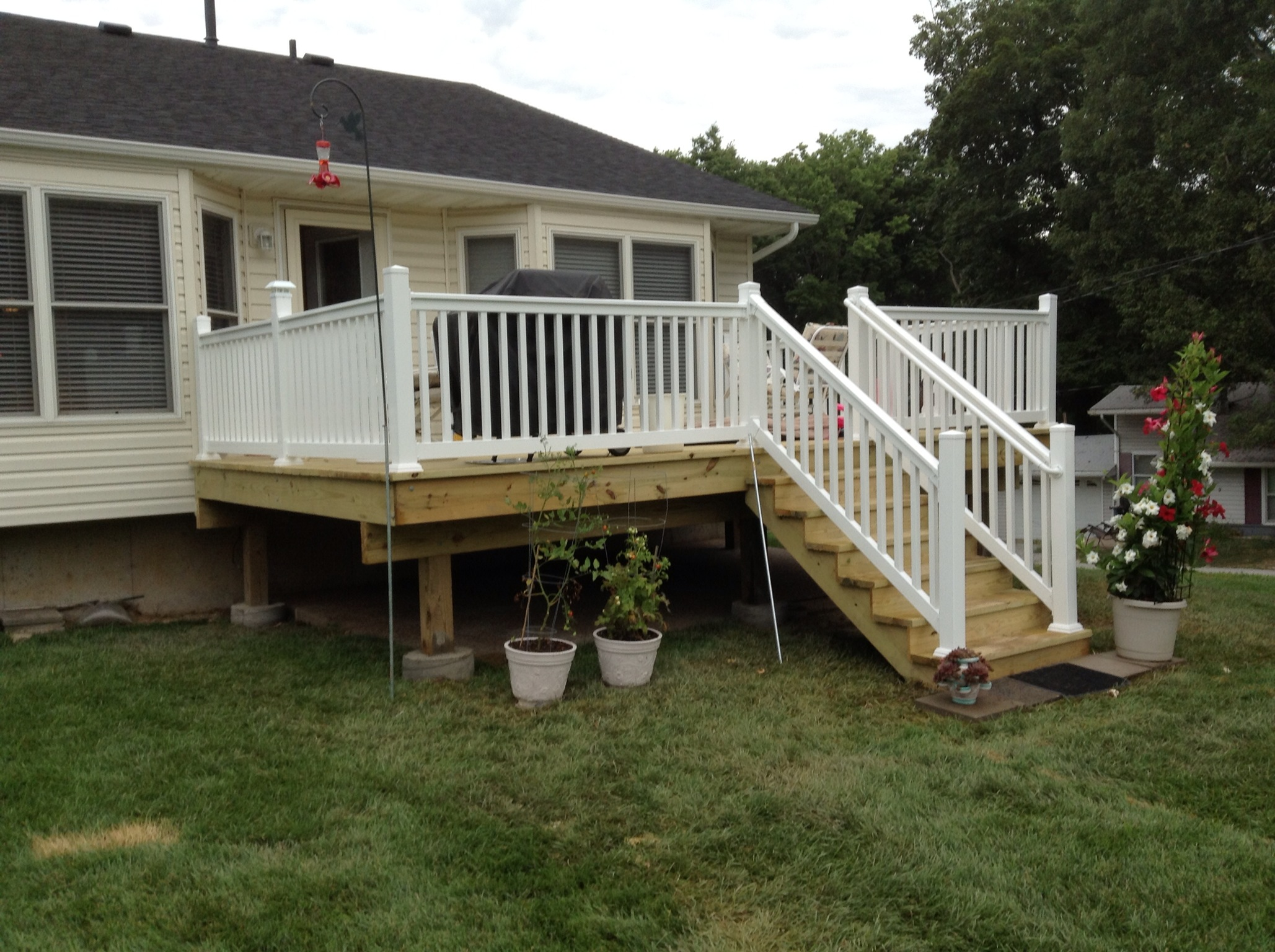 wood deck white vinyl handrail