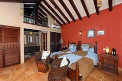 Buganvillas room (main floor)