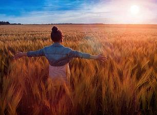 privé sessie, access bars, therapeut, empower, vrouw, licht, zon, stress, vrij, angst, loslaten, gras