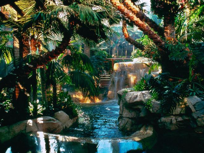 las-vegas-mirage-hotel-atrium.jpg