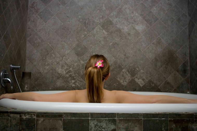 Tomar vários banhos faz bem para a pele?