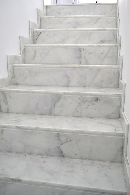 ... White Marble Stairs With Gray Vein ...