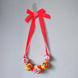 collier-perles-fluo