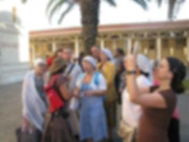 Священник Павел Крысанов и паломники в Назарете