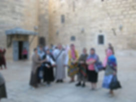 Священник Павел Крысанов и паломники в Вифлееме