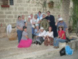 Священник Павел Крысанов и паломники в монастыре Герасима