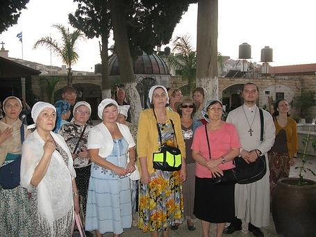 Священник Павел Крысанов и паломники в Кане Галилейской
