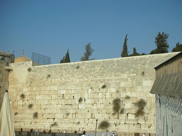 Стена Плача (сзади видно Золотой Купол)
