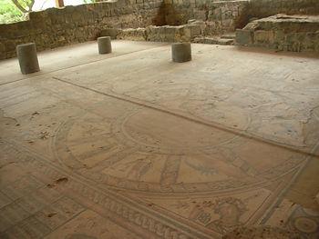 Мозаичный пол синагоги в Эйн Геди